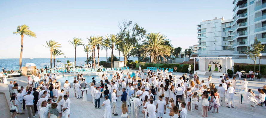 white party at hotel new algarb ibiza the ibiza blog by playasol. Black Bedroom Furniture Sets. Home Design Ideas