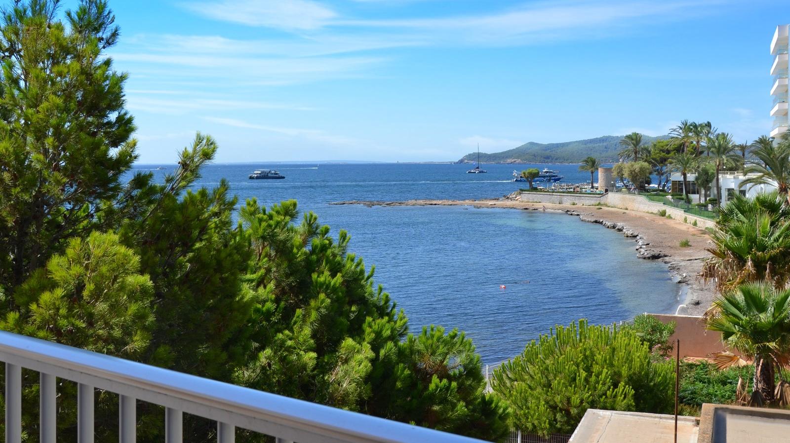 Vistas de Playa d'en Bossa desde los Apartamentos Playasol Jabeque