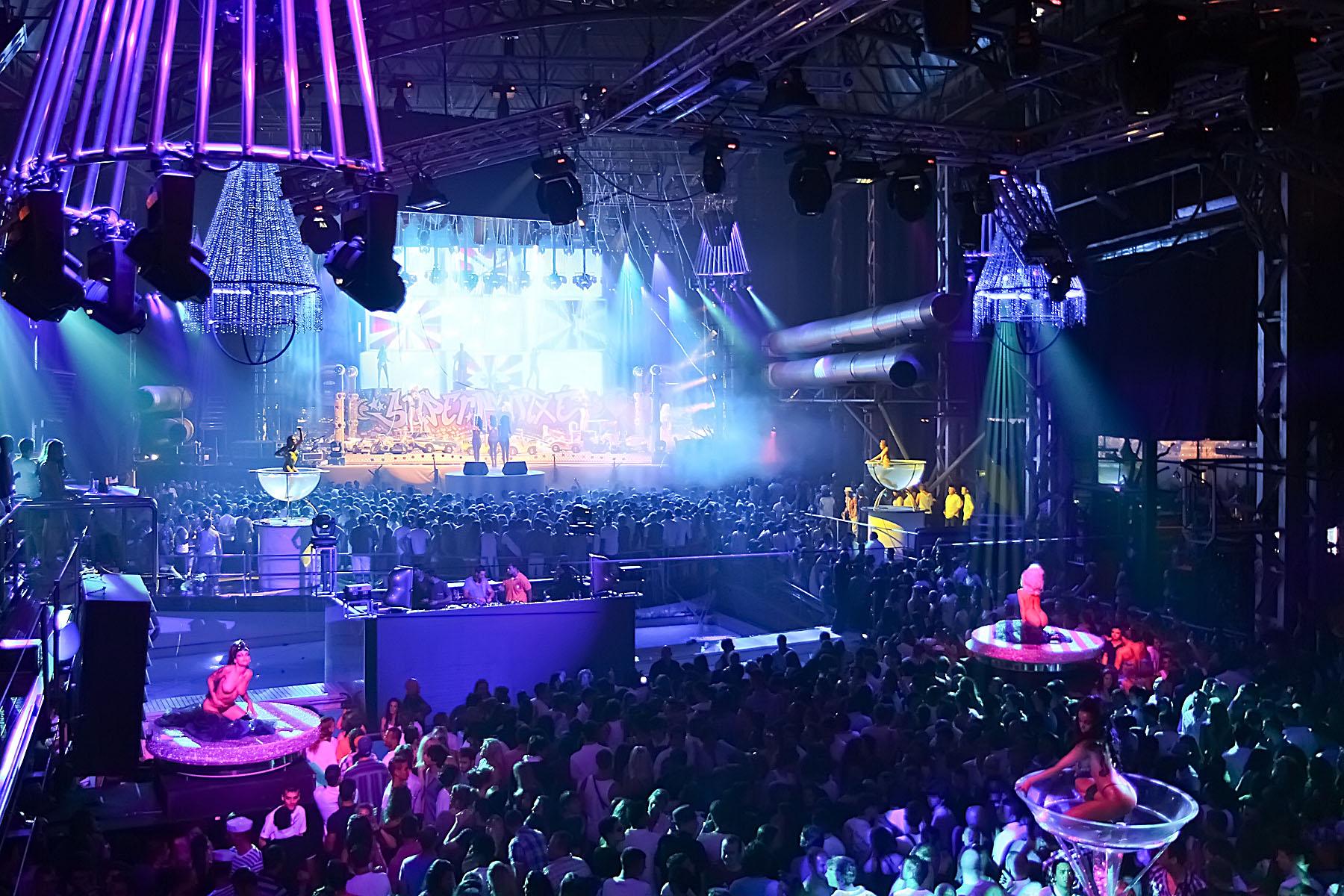 Privilege ibiza the world s biggest nightclub the ibiza for Club social la moraleja