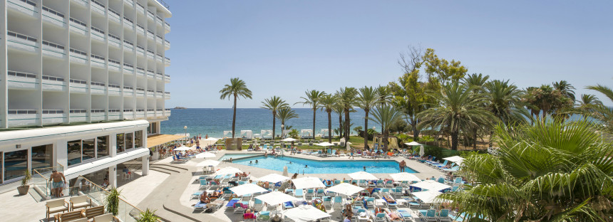 Playa d'en Bossa in Ibiza, tailor-make your trip