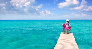 6 playas en Ibiza para ir con niños y no morir en el intento