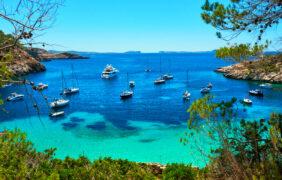 4 calas para perderse en Ibiza.